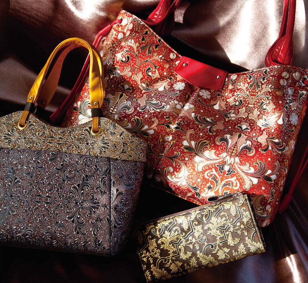 MIZVADA The world's first bag with a dazzling glow